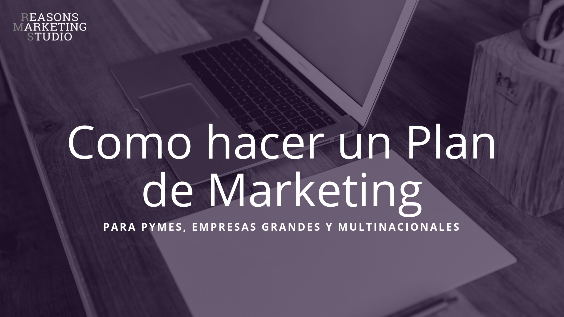 Ordenador de fondo para diseñar un plan de marketing