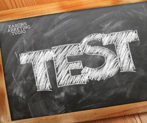 Pizarra con palabra test Plan de Marketing